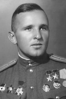 Дважды Герой Советского Союза майор Таран. 1945 г.