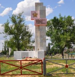 с. Усть-Погожье Дубовского р-на. Братская могила советских воинов.