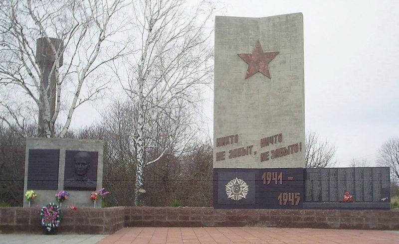 с. Большая Елань Еланского р-на. Памятник Володину и мемориал, павшим в годы войны.