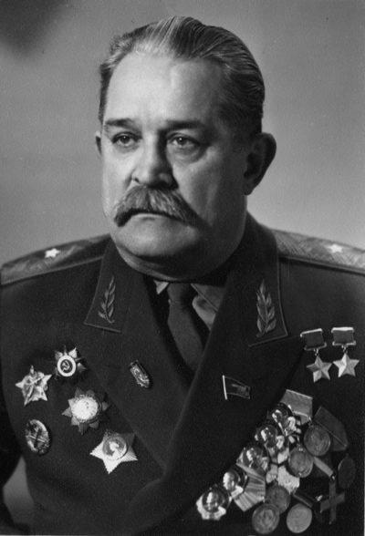 Дважды Герой Советского Союза генерал-майор Федоров. 1950 г.
