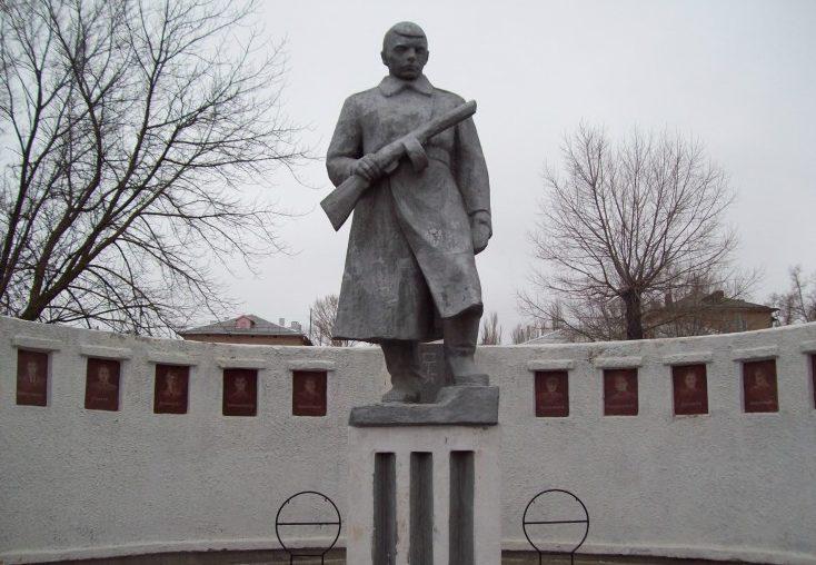 г. Жирновск. Памятник Неизвестному солдату был установлен в 1987 году.