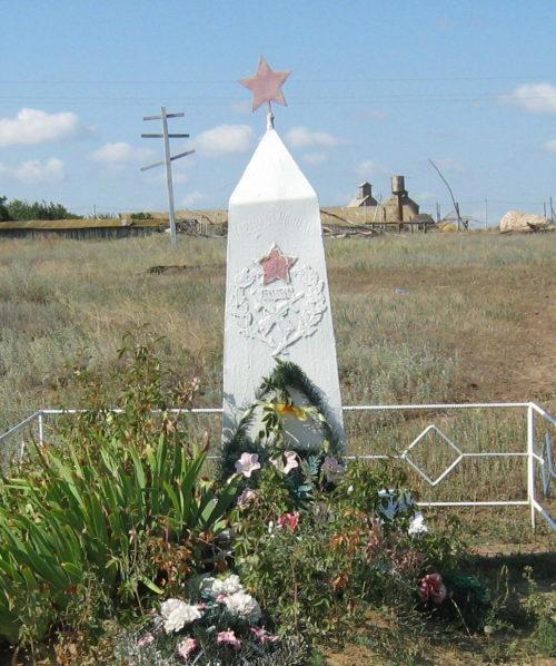 ст-ца. Распопинская Клетского р-на. Братская могила жителей станицы, расстрелянных фашистами.