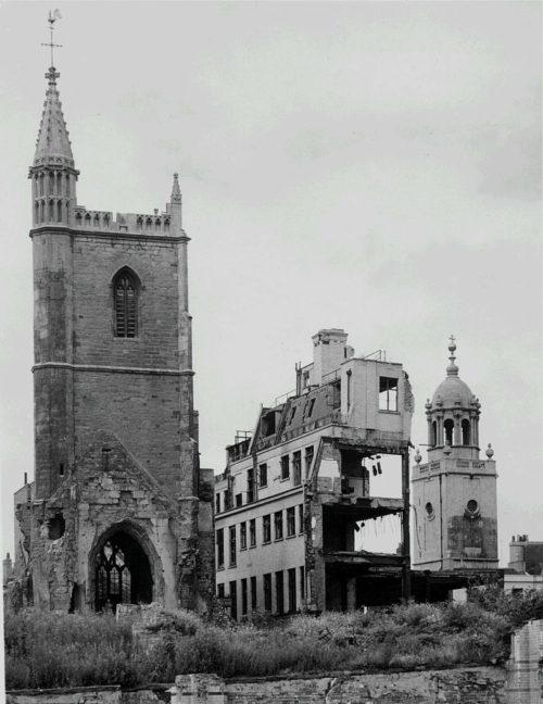 Разрушенная церковь Святой Марии в Бристоле. 1940 г.
