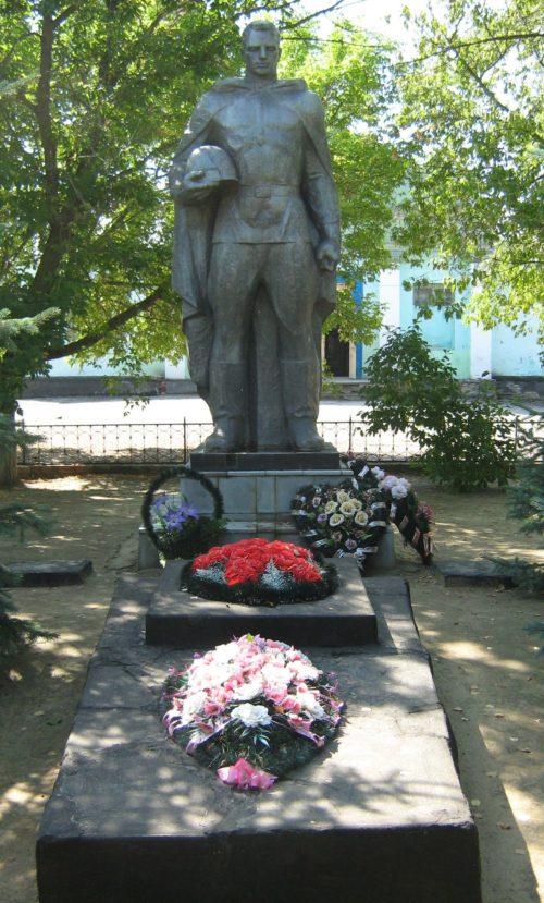 ст-ца Распопинская Клетского р-на. Братская могила советских воинов.