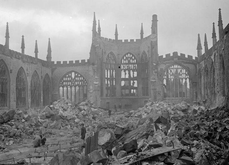Руины собора в Ковентри. 1940 г.