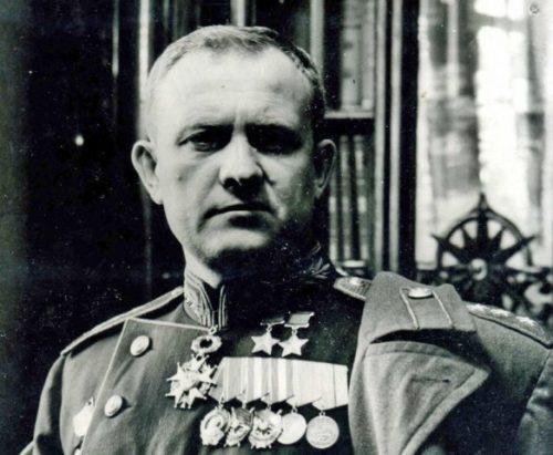 Дважды Герой Советского Союза генерал-полковник авиации Хрюкин. 1945 г.