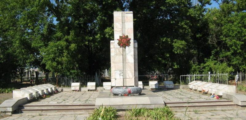 х. Авилов Иловлинского р-на. Братская могила советских воинов.