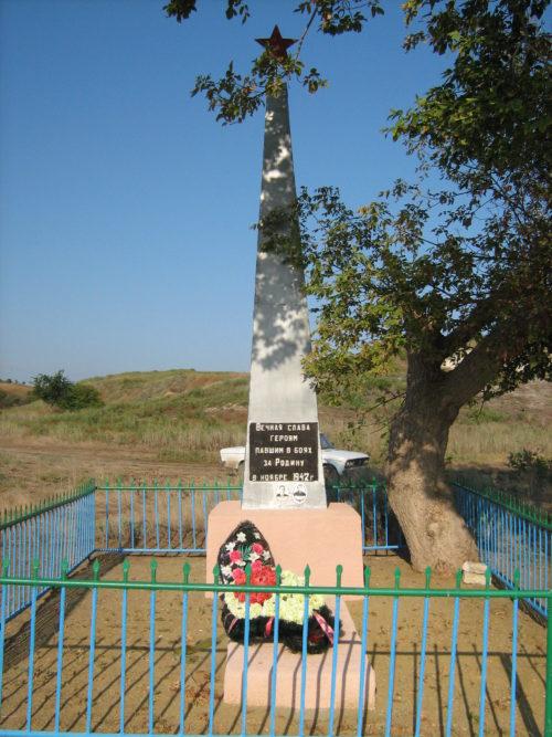 х. Староклетский Клетского р-на. Братская могила советских воинов.