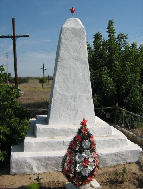 х. Белужино-Колдоиров Иловлинского р-на. Могила майора Куликова А.М., погибшего во время Сталинградской битвы.
