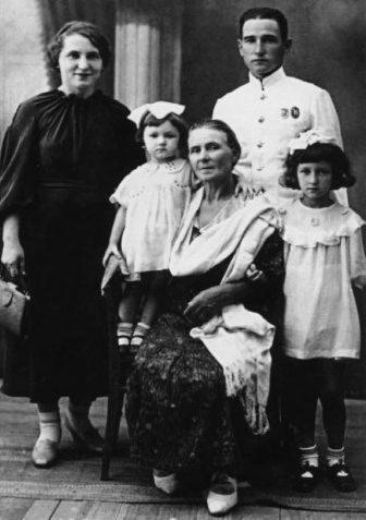 Челноков с семьей. 1940 г.