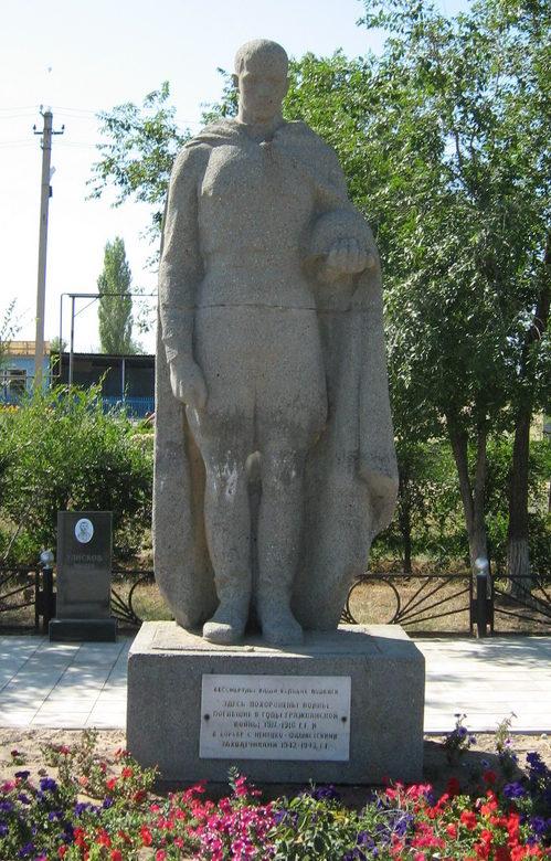 с. Большая Ивановка Иловлинского р-на. Братская могила красных партизан и советских воинов, погибших в период Сталинградской битвы.