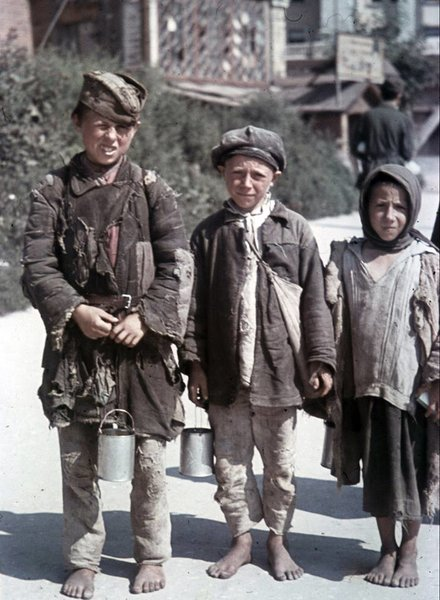 Дети в оккупированном Харькове. 1942 г.