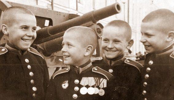 Первые суворовцы. 1943 г.