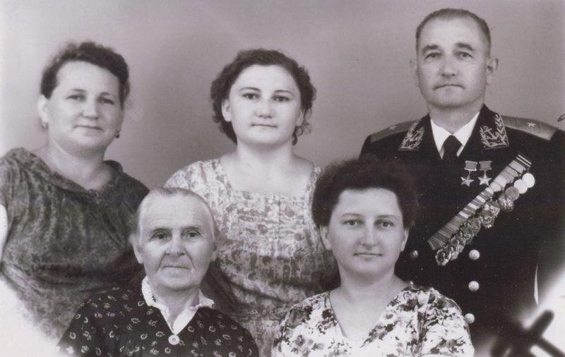 Челноков с семьей. 1960 г.