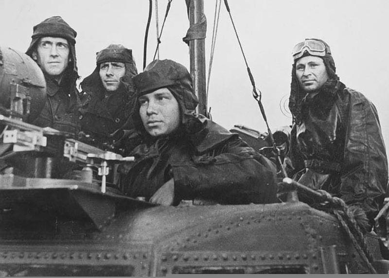 Шабалин с экипажем торпедного катера. 1945 г.