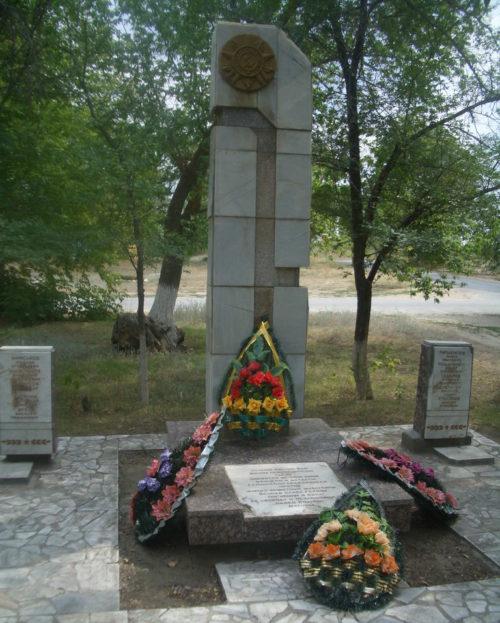 Качалинский санаторий Иловлинского р-на. Братская могила советских воинов.