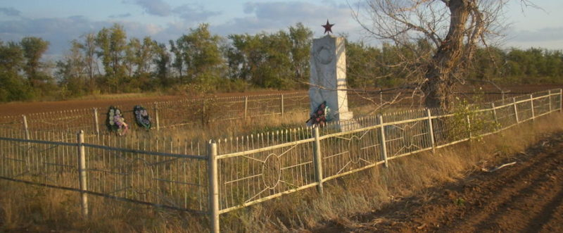 ст. Качалино Иловлинского р-на. Братская могила советских воинов.