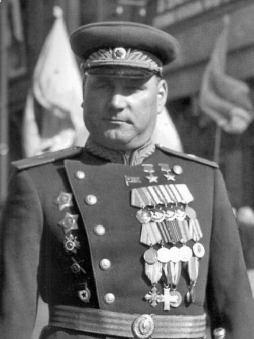 Дважды Герой Советского Союза генерал-майор танковых войск Якубовский. 1945 г.