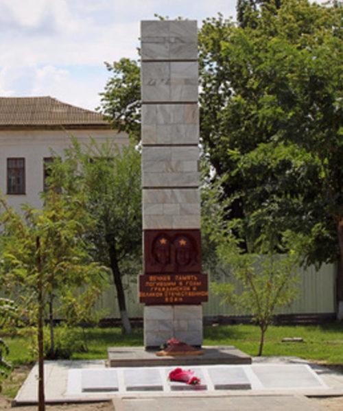 п. Лог Иловлинского р-на. Братская могила, в которой захоронено 90 советских воинов.
