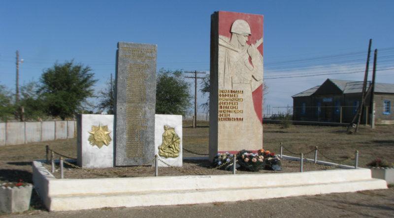х. Майоровский Котельниковского р-на. Памятник погибшим землякам.
