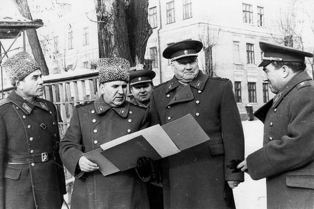 Маршал Советского Союза Якубовский И.И. и генерал-полковник Куликов В.Г. 1968 г.