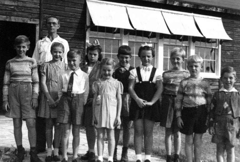 Немецкие школьники американского происхождения в лагере интернированных. США, Южный Техас, 1942 г.