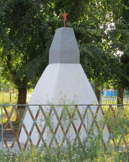 п. Раздольный Иловлинского р-на. Братская могила советских воинов, погибших в годы войны.