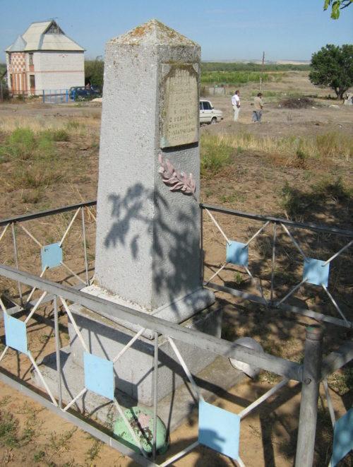 х. Стародонский Иловлинского р-на. Братская могила советских воинов, погибших в годы войны.
