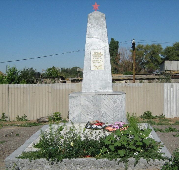 с. Чернозубовка Иловлинского р-на. Братская могила советских воинов, погибших в годы войны.