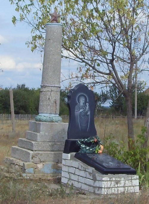 х. Подок Кумылженского р-на. Братская могила советских воинов.