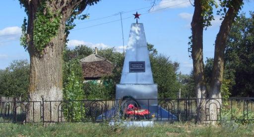 х. Чиганаки-1 Кумылженского р-на. Братская могила советских воинов.