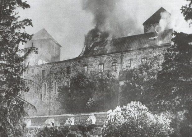 Замок Турку после советской бомбардировки 25 июня 1941 года.