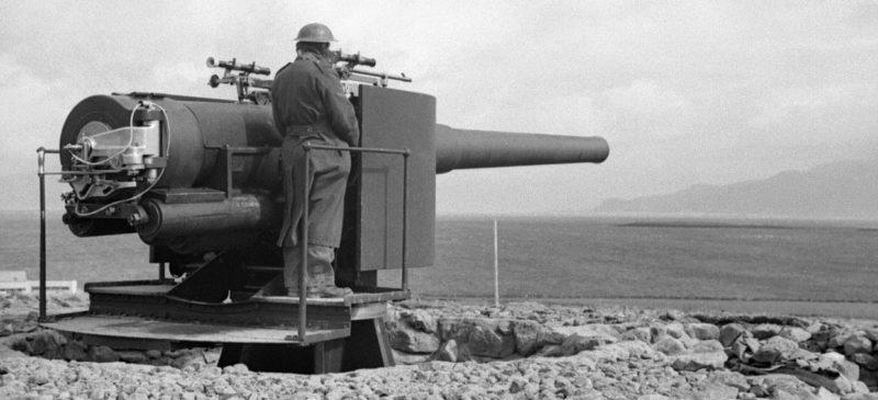 Британское орудие береговой батареи в Исландии, оставшееся американцам.