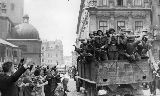 Встреча немецких войск во Львове. 30 июня 1941 года.