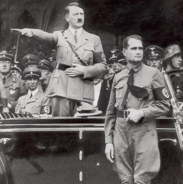 Адольф Гитлер и Рудольф Гесс.