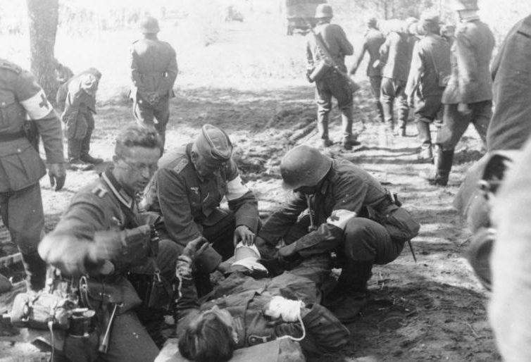 Начало немецкого наступления. Перевязочный пункт под Августовом. 22 июня 1941 года.