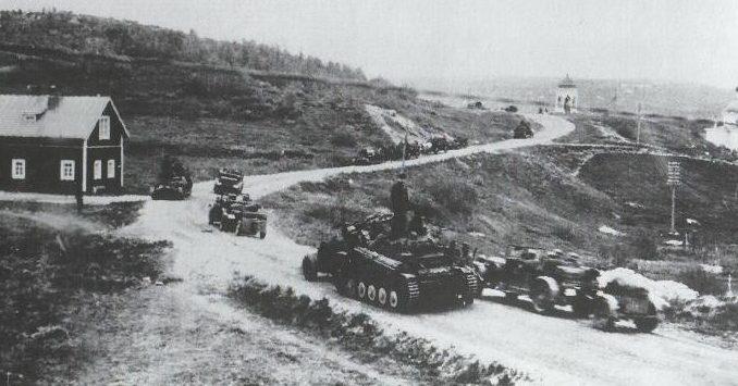 Немецкие войска входят в Петсамо.