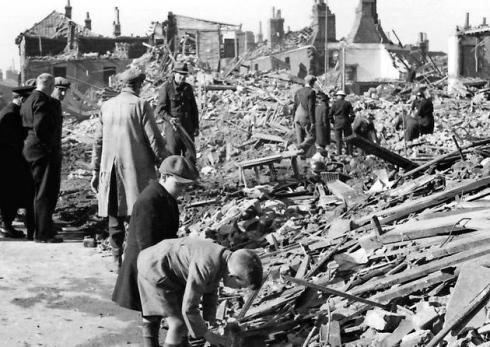 Разрушения после авиаудара.