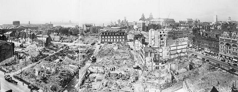 Панорамный вид разрушенного Ливерпуля.