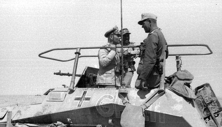 Эрвин Роммель в своем командном бронетранспортере.