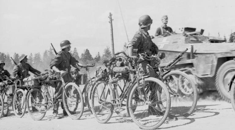 Самокатное подразделение Вермахта в Латвии.