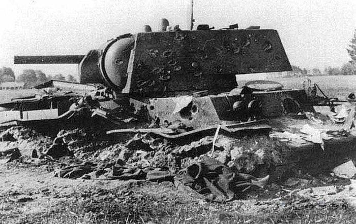 Разбитый КВ-1, который двое суток в одиночку держал оборону.