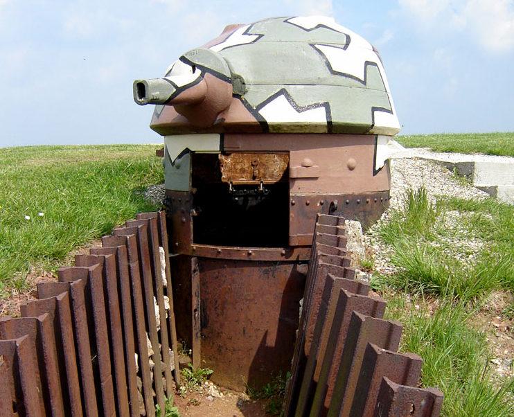 Съемная бронебашня STG во время войны и сегодня.
