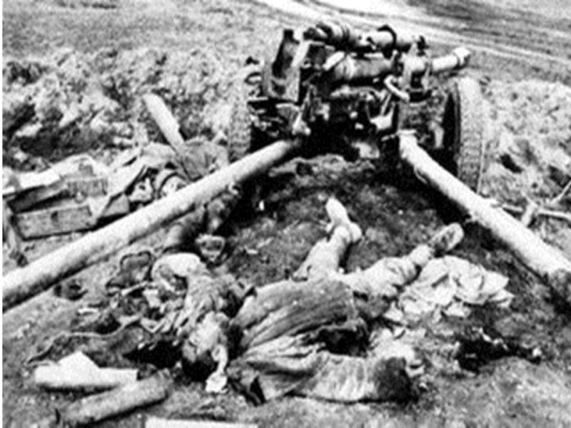 Погибшие советские артиллеристы. Октябрь 1941 г.