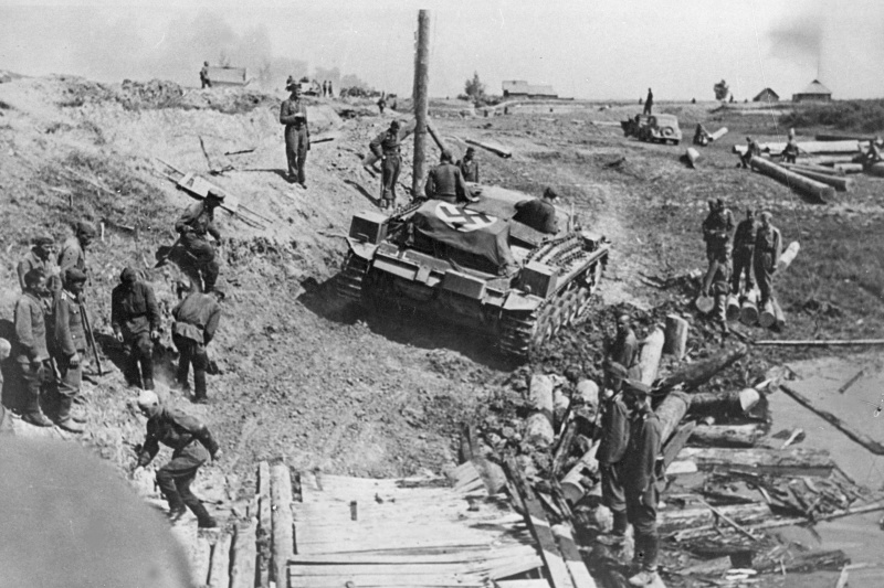 Немецкая переправа под Новгородом. Август 1941 г.