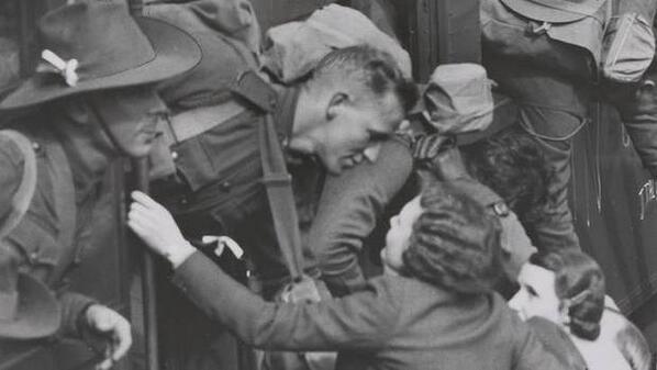 Проводы на войну в Сиднее. 1940 г.