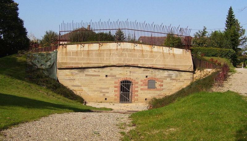Одни из входов в форт.