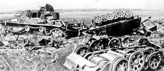 Подбитые советские танки 19-й танковой дивизии в районе Войницы-Луцкого шоссе.