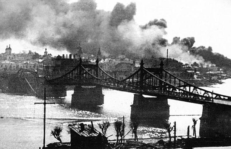 Красная армия оставляет город. 15 августа 1941 г.