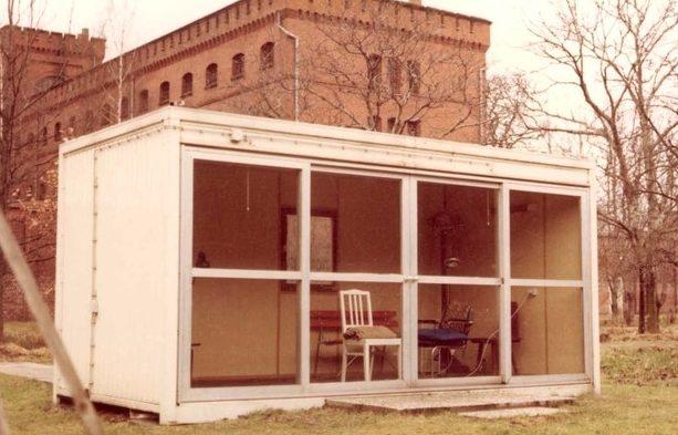 Садовый домик, где якобы повесился Гесс.